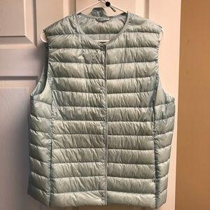 Uniqlo ultra light packable down vest